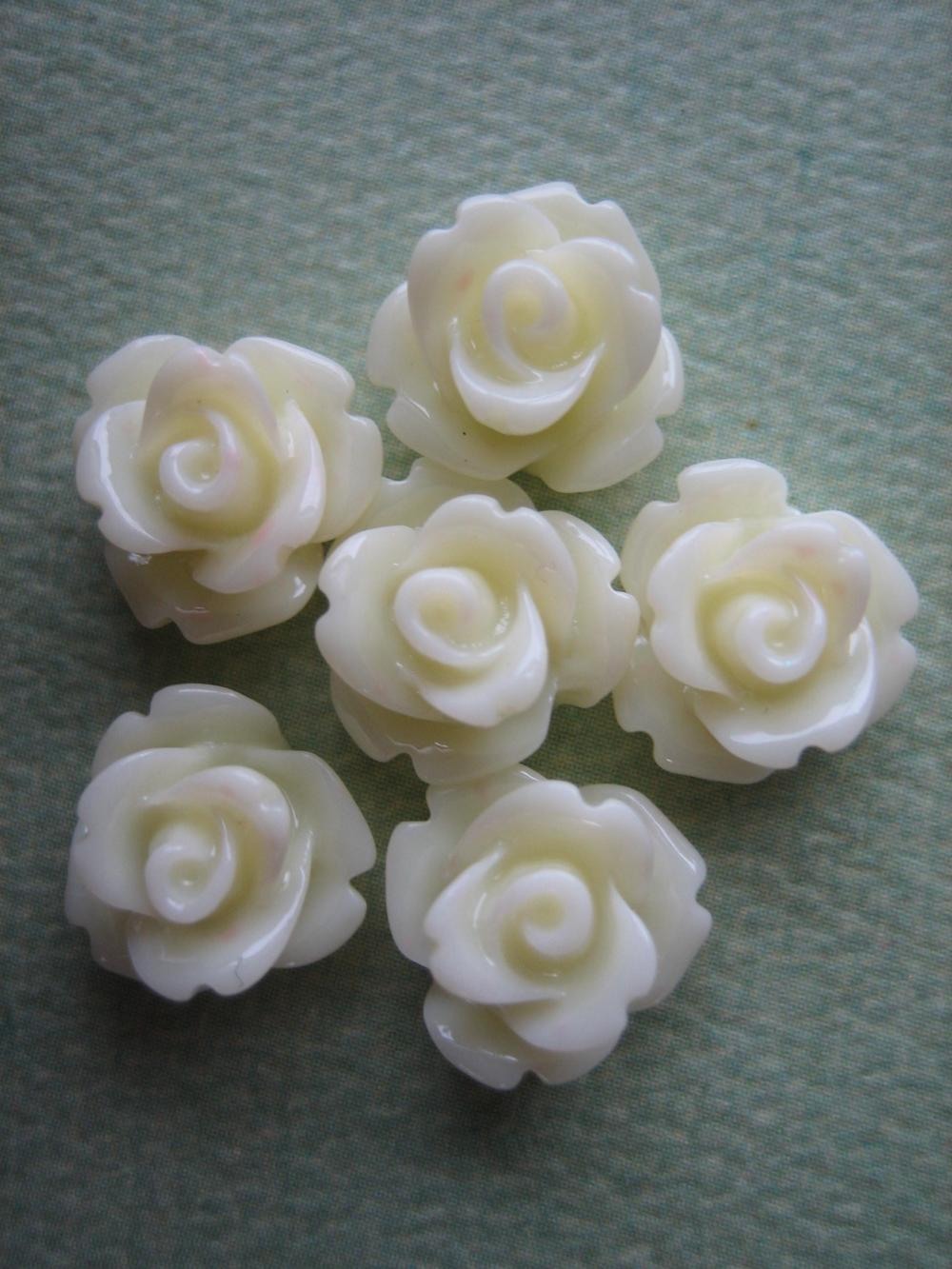 6PCS - Mini Rose Flower Cabochons - 10mm - Resin - Vanilla - Cabochons by ZARDENIA